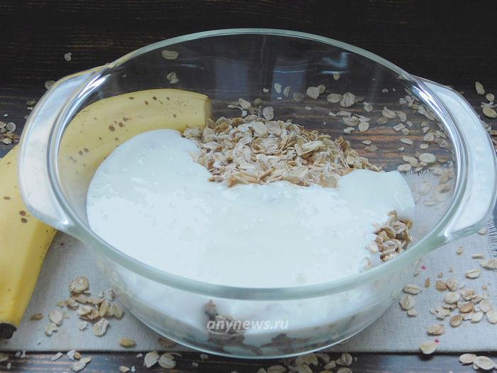 Пирог из овсяных хлопьев на кефире с бананом
