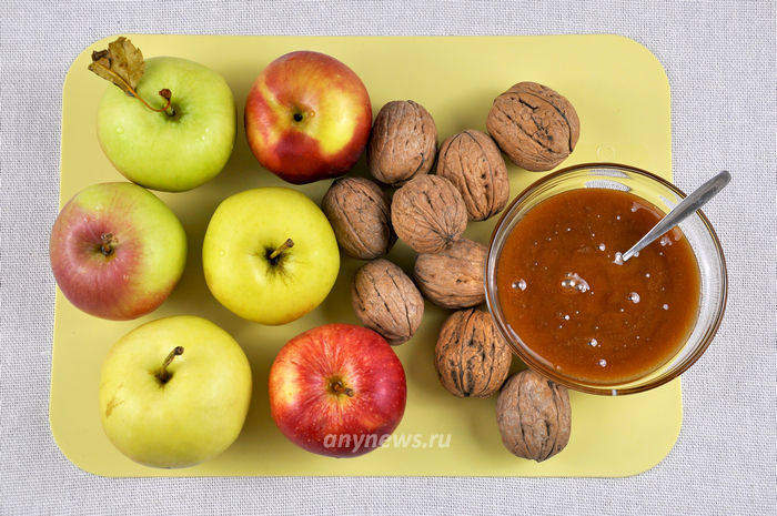 Яблоки запеченные с медом и орехами - ингредиенты